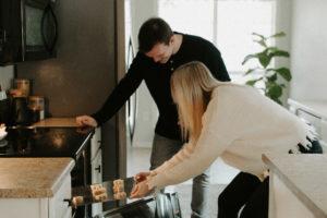7 goede voornemens voor jou en je partner die jullie relatie in 2021 een boost geven